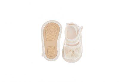 Sandália com fechamento em velcro - Bege